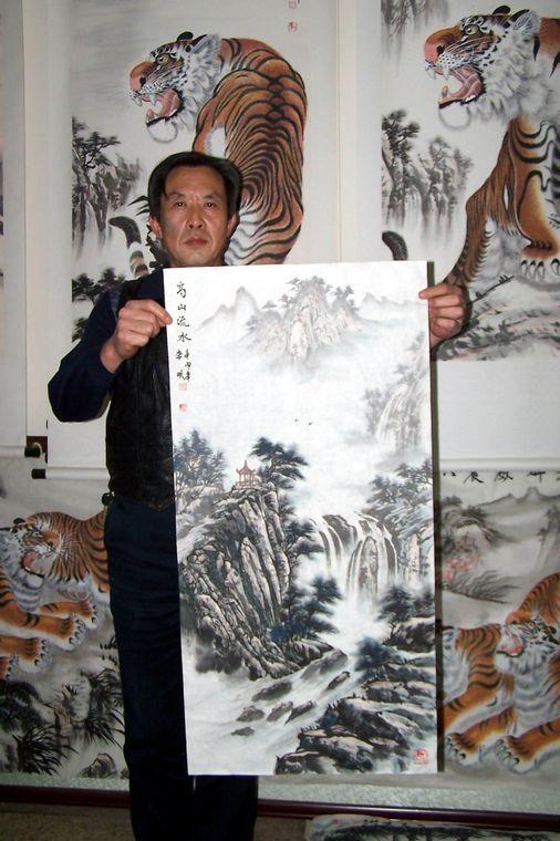 画家李明老师与本作品的合影