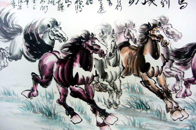 他的水墨画奔马作品以草原写生风格和写意画法结合在一起,构成了一种